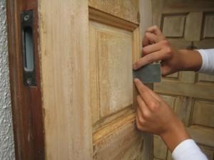 玄関ドア補修中