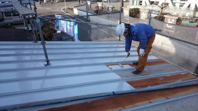 深港美装屋根塗装風景