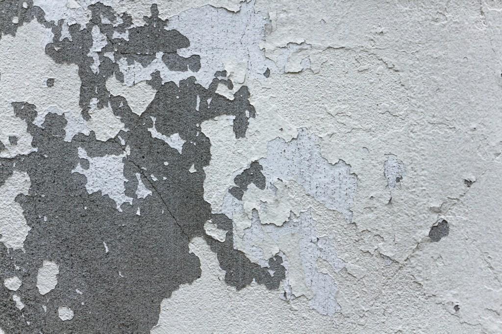 塗料が剥がれた外壁